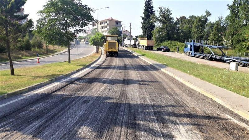 Gölcük'teki caddelerin asfaltı yenileniyor