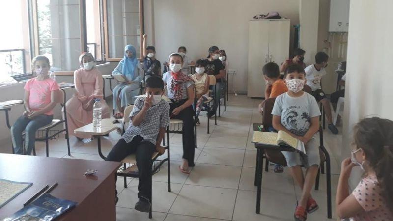 İzmit'te çocuklar Kur'an-ı Kerim öğreniyor