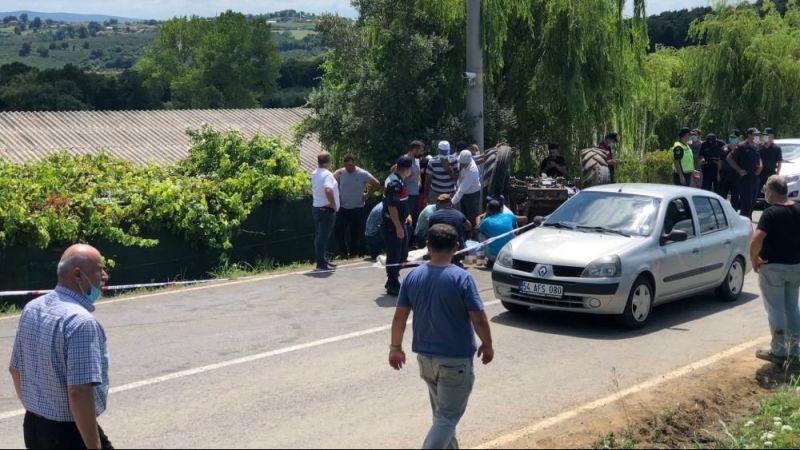 Devrilen traktörün altında kalan vatandaş olay yerinde hayatını kaybetti