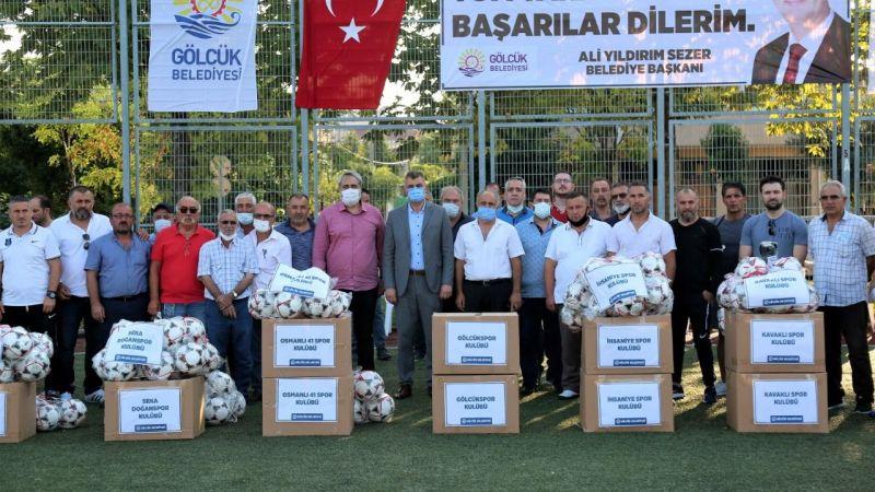 Gölcük'te amatör futbol kulüplerine malzeme desteği
