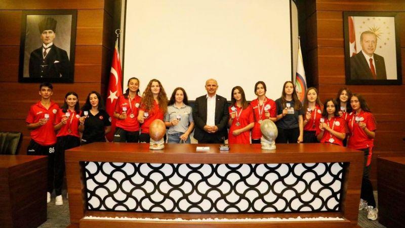 Başkan Söğüt başarılı sporcuları ağırladı