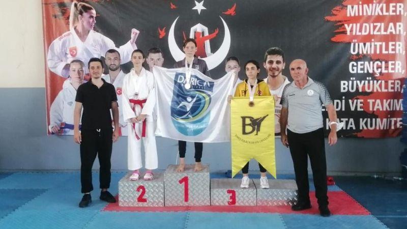 Darıcalı karatecilerden 13 derece