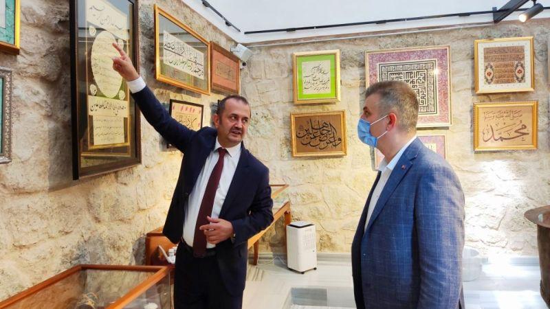 Başkan Vekili Çakmak, hat müzesini çok beğendi