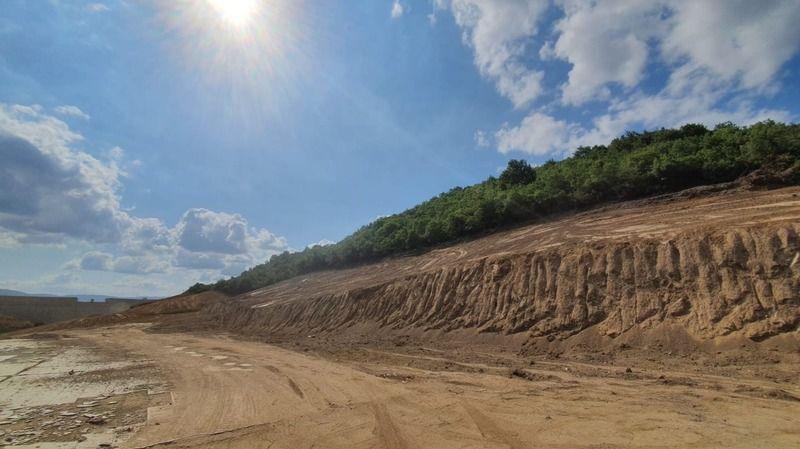 İhsaniye Barajı'nda temizlik çalışmaları yapılıyor