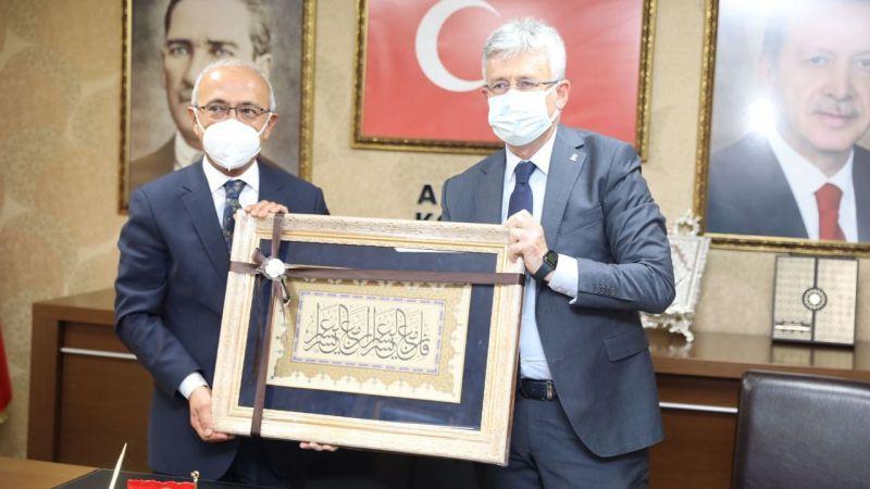 Bakan Elvan'dan AK Parti Kocaeli'ye ziyaret