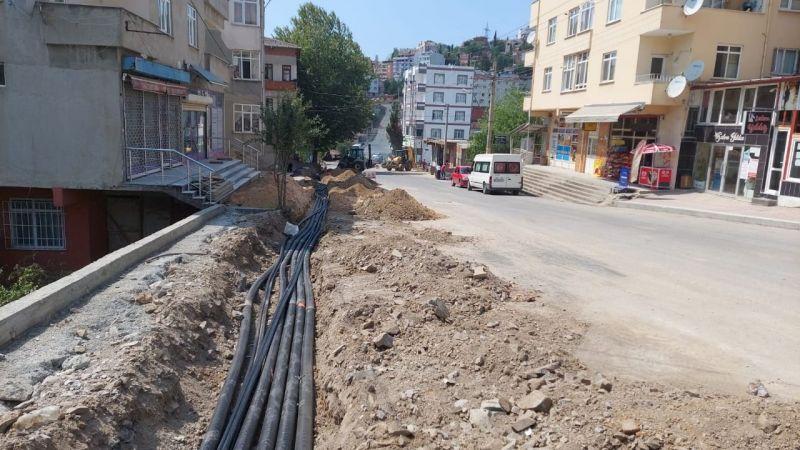 Fikri Altıokka Caddesi'nde üstyapı çalışması