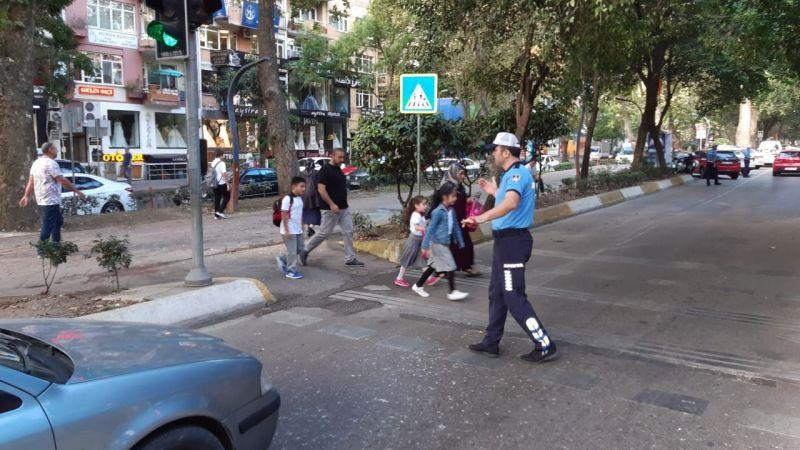 Yeni dönem başlıyor: Okul önleri ve ana caddelerde önlem alınacak