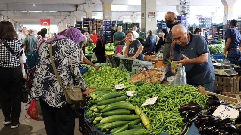 Sebze meyve fiyatları uçtu: Sezon ürünleri bile el yakıyor!