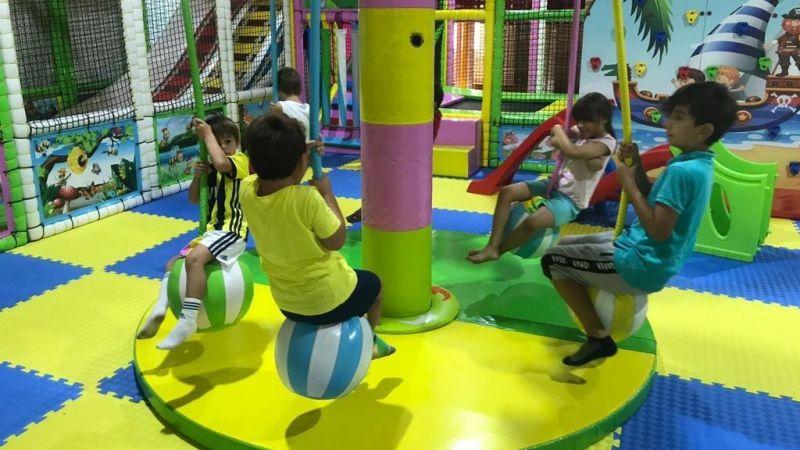 Bu merkezde anneler spor yaparken, çocukları oyun oynuyor