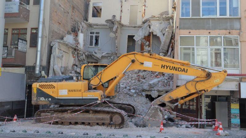 Önder Apartmanı yıkıldı