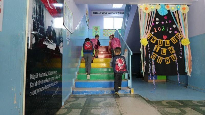 Öğrencilerin yüzü güldü: Birinci sınıfların okul çantası Büyükşehir'den