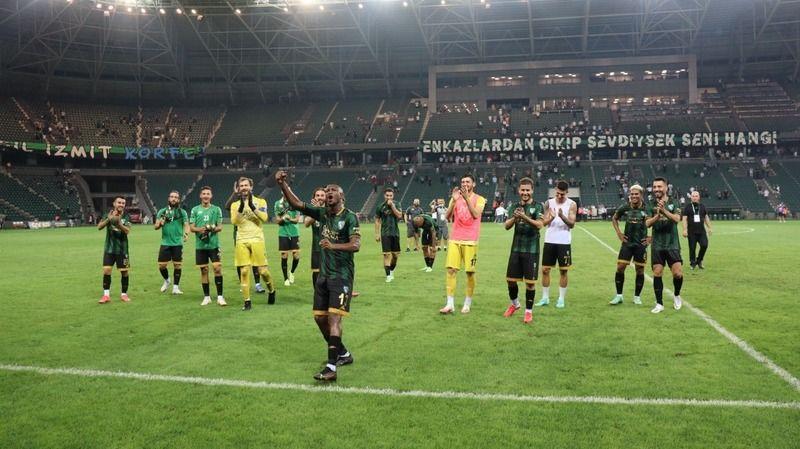 Kocaelispor 12 oyuncuyla yollarını ayırdı