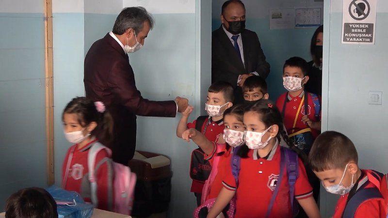 Bakandan 'okullar açık kalacak' mesajı