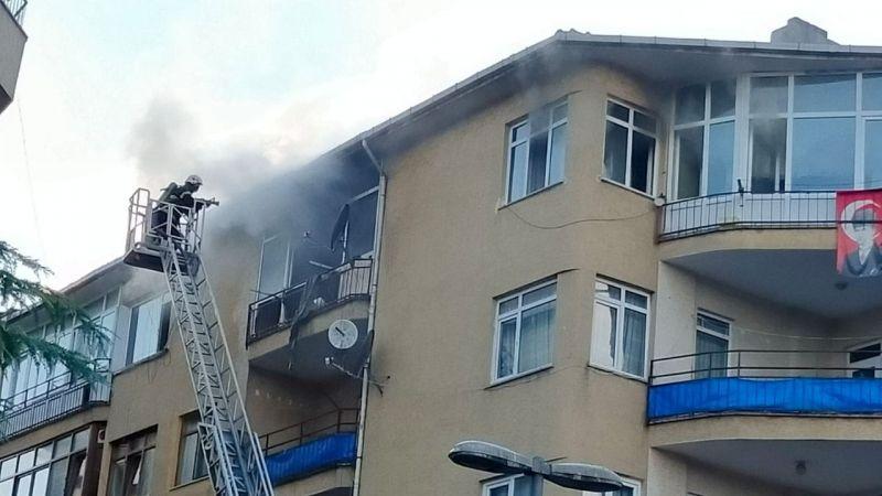 4. katta çıkan yangın büyümeden itfaiye yetişti