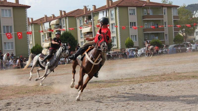At üstünde izleyenlere Ata sporu şöleni sundular