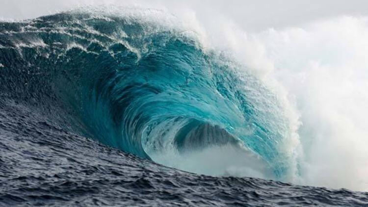 """KOÜ'lü profesörden korkutan açıklama: """"Marmara'da tsunami, insanları denize sürükler!"""""""