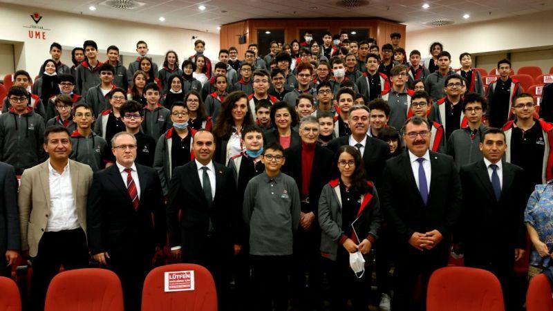 Nobel ödüllü Türk bilim insanı Aziz Sancar, Kocaeli'de geleceğin parlak beyinleriyle buluştu