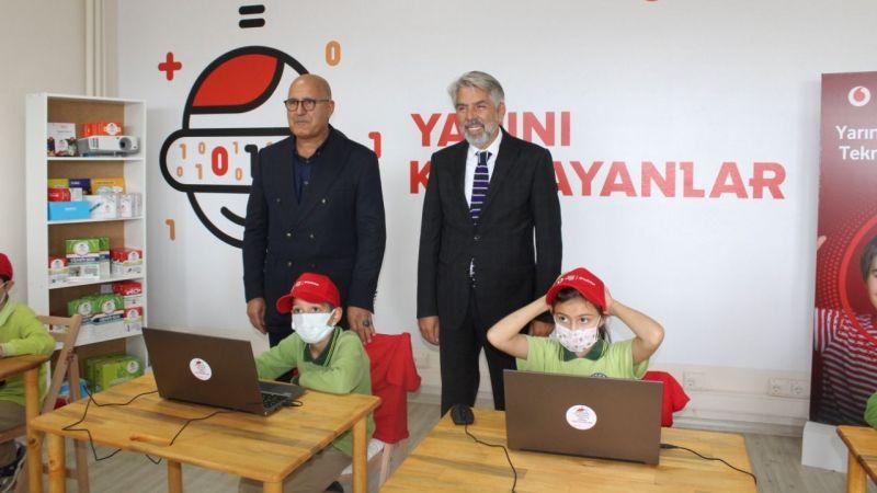 'Yarını Kodlayanlar' projesinde 20'nci teknoloji sınıfı açıldı