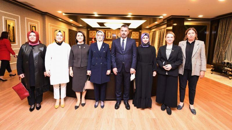 AK Partili kadın milletvekillerinden Pursaklar Belediyesi'ne ziyaret