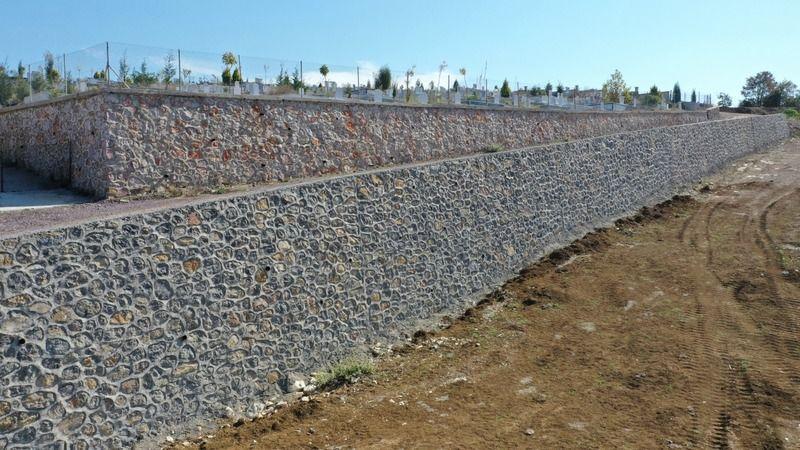 İlimtepe Mezarlığı 2. etapta taş duvar tamamlandı