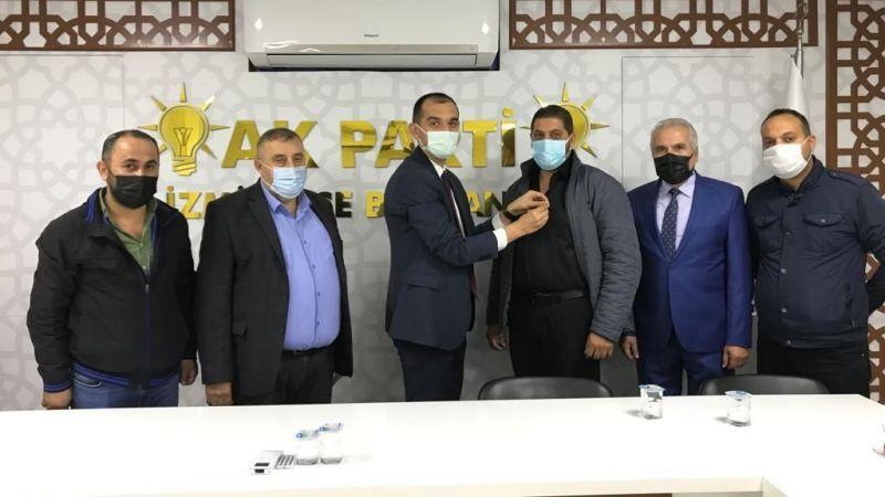 """AK Parti İzmit'te toplu üye kaydı: """"Bu bir bayrak yarışıdır"""""""