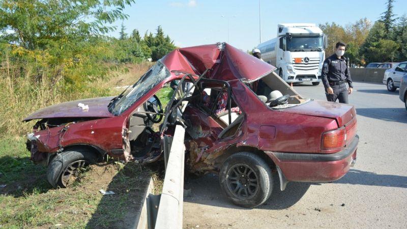 D-130'da feci kaza! Otomobil bariyere ok gibi saplandı: Oğlunun botlarına sarılarak gözyaşı döktü...