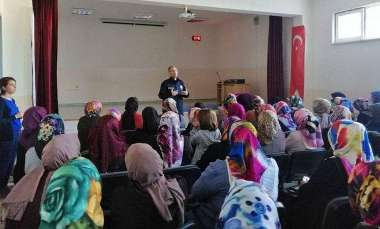 Öğrenci velilerine Siber Suçlar ve İnternet kullanımı semineri..