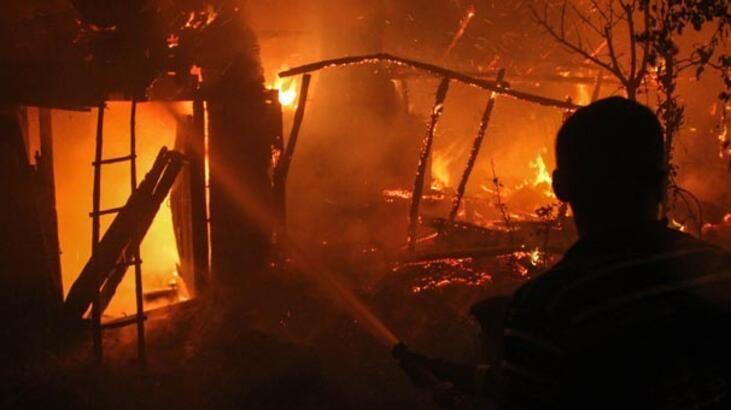 Geyve de yangın faciası! 2 çocuk zehirlenerek öldü!