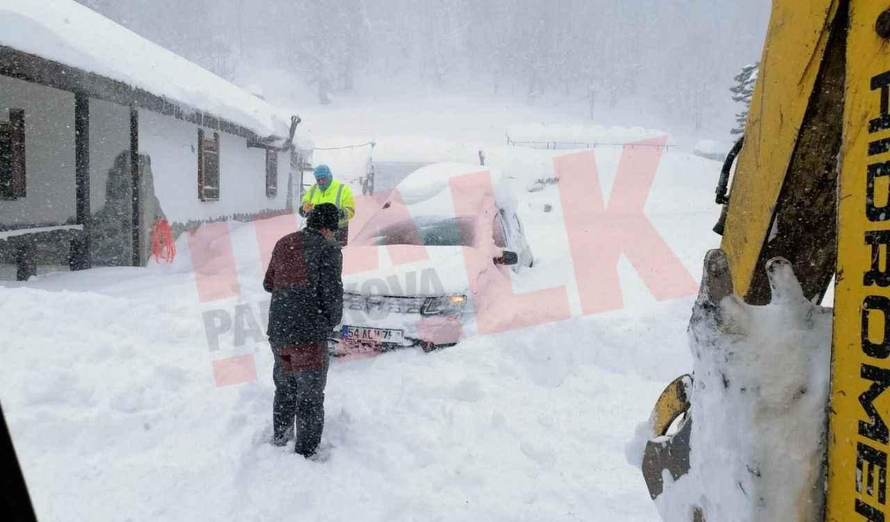 Pamukova da kardan mahsur kalan biri doktor toplam 9 kişi kurtarıldı..
