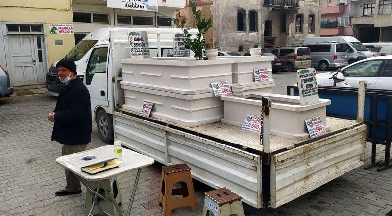 Artık Pamukova İlçe pazarında hazır mezar satışı da yapılıyor!