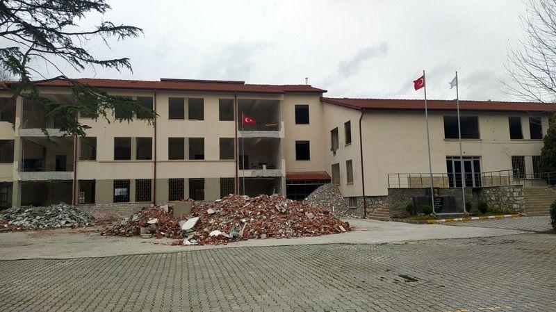 Pamukova Mesleki ve Teknik Anadolu Lisesi binası güçlendiriliyor