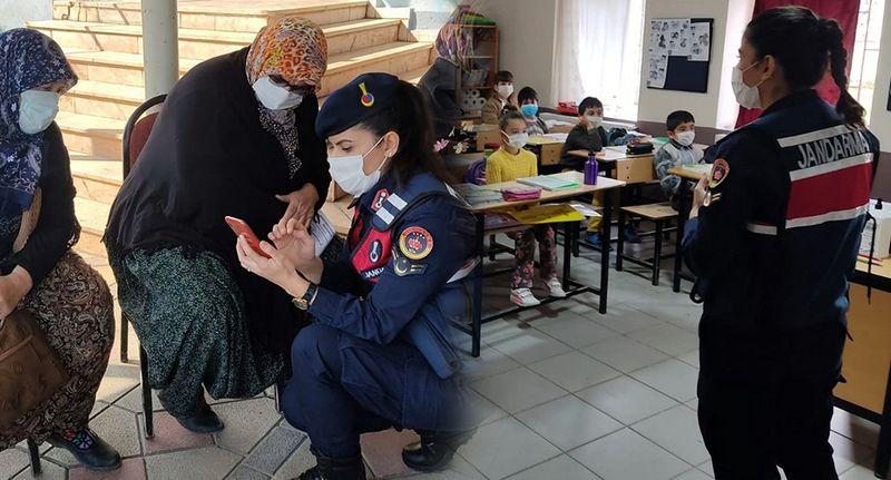 """Jandarmadan velilere ve öğrencilere """"Mahremiyet"""" eğitimi"""