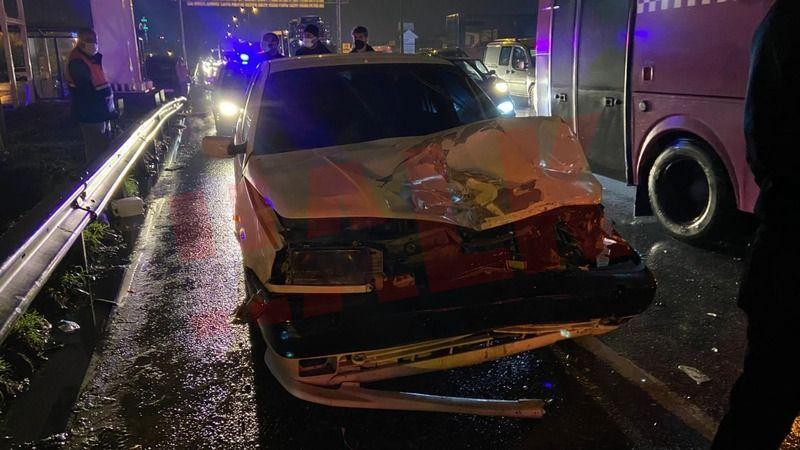 Pamukova-Geyve yolunu kilitleyen kaza!
