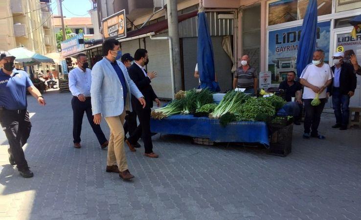 Hem İlçe pazarını denetlediler hem de vatandaşların bayramını kutladılar