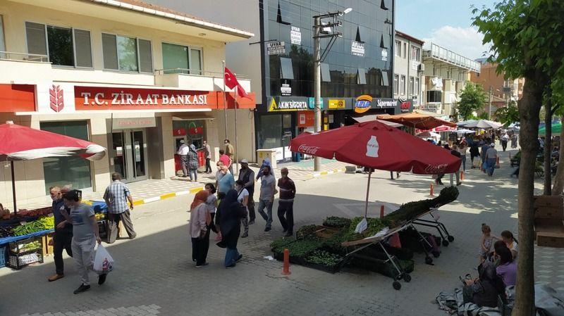 Cumartesi kurulan İlçe Pazarına Pamukovalılar ilgi göstermedi!