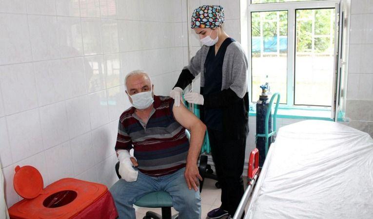BioNTech aşısı Pamukova Devlet Hastanesinde yapılmaya başlandı