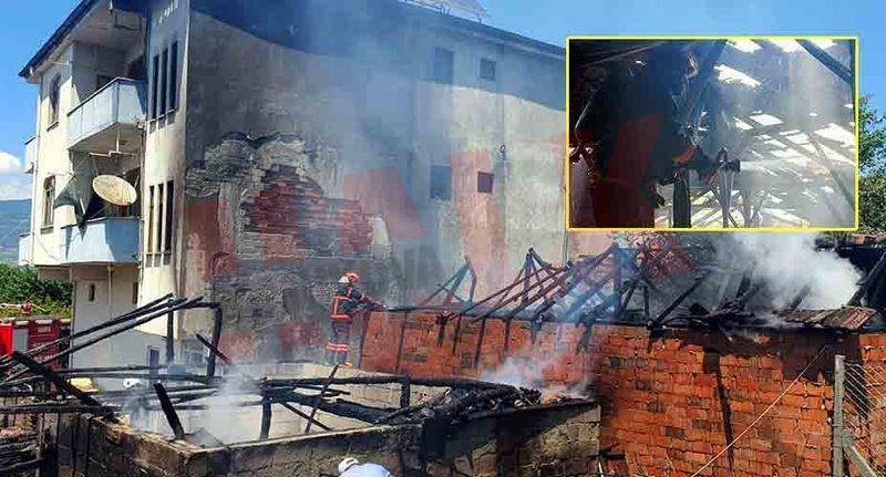 Geyve'de korkutan yangın! 2 kuruluk ile 3 katlı evin çatısı yandı