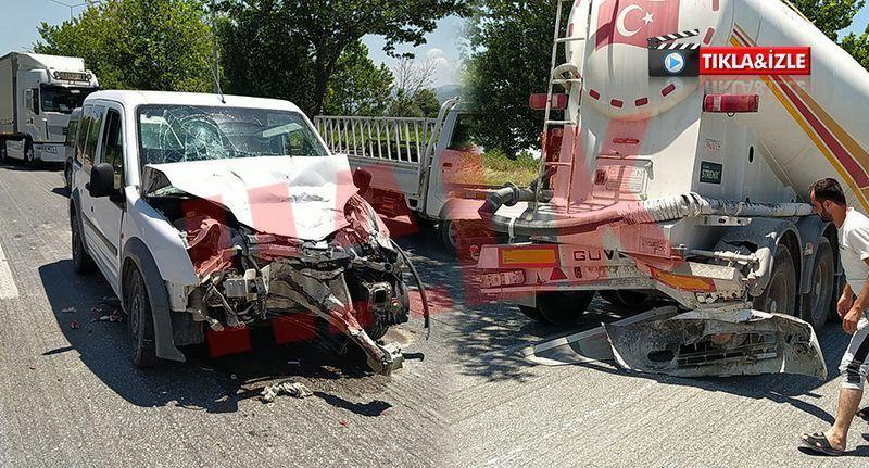 Pamukova'da Ticari araç Kamyon'a arkadan çarptı 2 yaralı..!