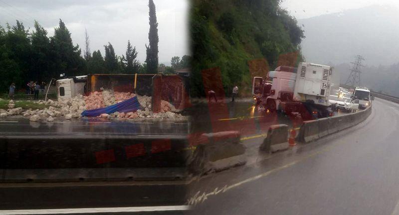 Yağmurun etkisi ile kayganlaşan D-650 kara yolunda kaza yaptılar!
