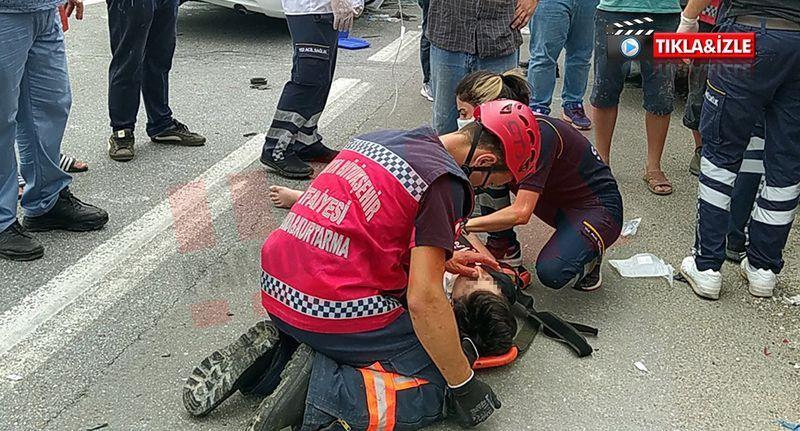 İtfaiye eri kurtardığı kazazede çocuğun başında diz çöktü ve.. Dakikalarca böyle teselli etti!