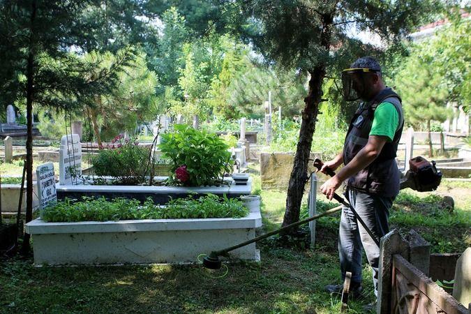 Büyükşehir 16 ilçedeki 909 mezarlığı bayrama hazırlıyor