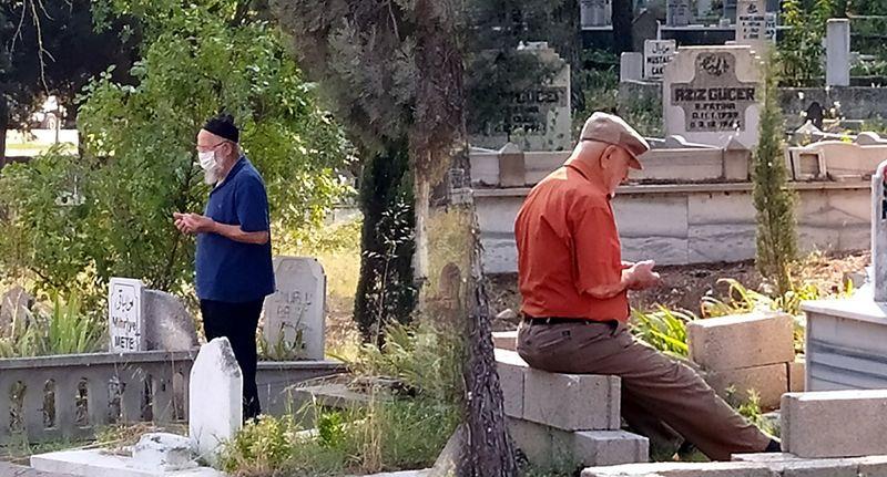 Pamukova'da arefe günü mezarlıklarda yoğunluk