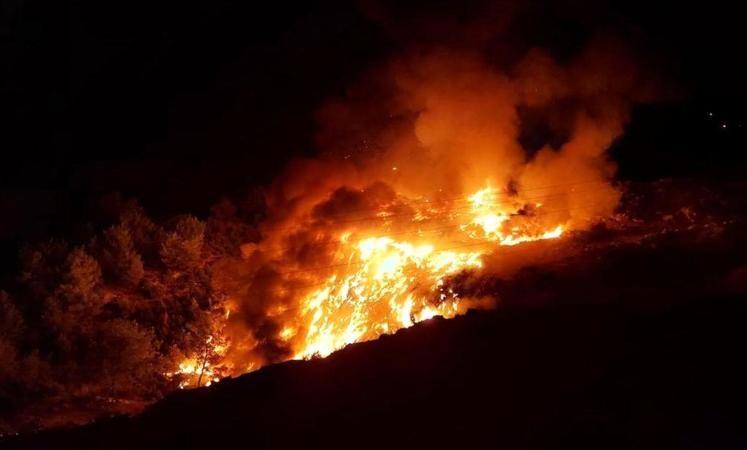 Komşuda yangın; İlçe 2 saat elektriksiz kaldı