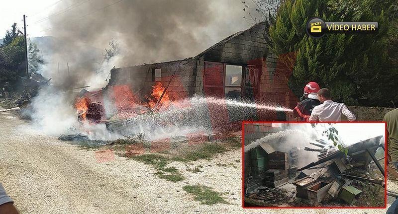 Özbek Mahallesinde depoda büyük yangın! Depo ve arı kovanları kül oldu