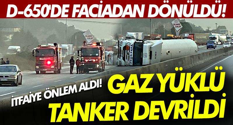 Pamukova D-650 kara yolunda faciadan dönüldü! Gaz yüklü tanker devrildi, itfaiye önlem aldı!