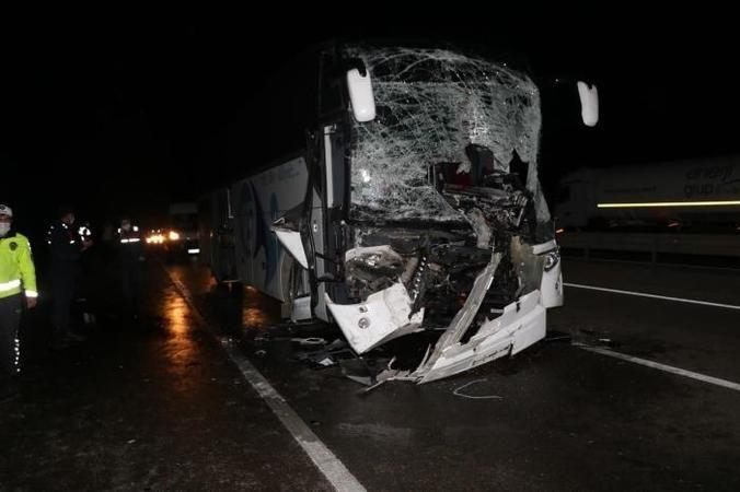 Sakaryalı firmaya ait otobüs Afyonkarahisar da TIR'a çarptı! 11 yaralı