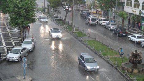 Urfa'da bahar havası yerini yağışlara bırakıyor