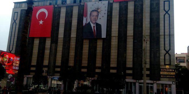 CHP'li Tanal'dan Büyükşehir'e Atatürk Posteri tepkisi