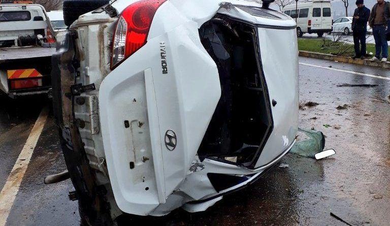 Kazada araca sıkışan yaralı kurtarıldı