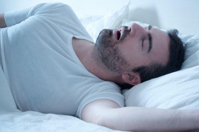 Uyku sırasında horlama uyku apnesi habercisi olabilir